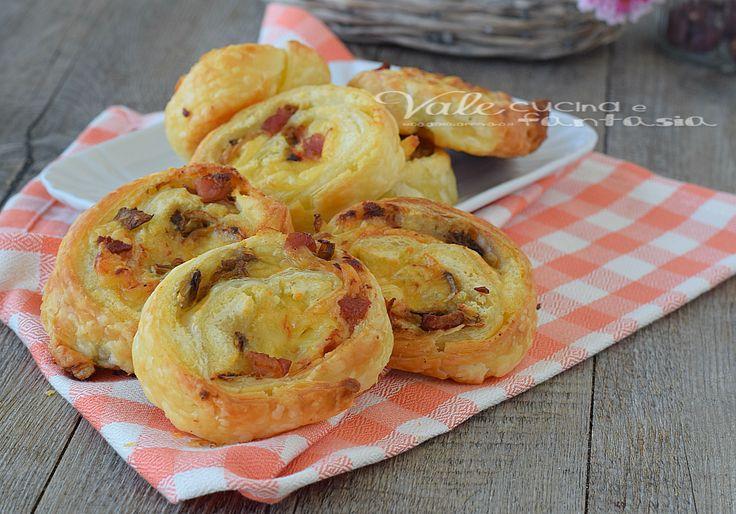 Girelle di sfoglia con funghi patate e pancetta ricetta facile, ideali per un buffet, antipasto o secondo piatto sfizioso e facile