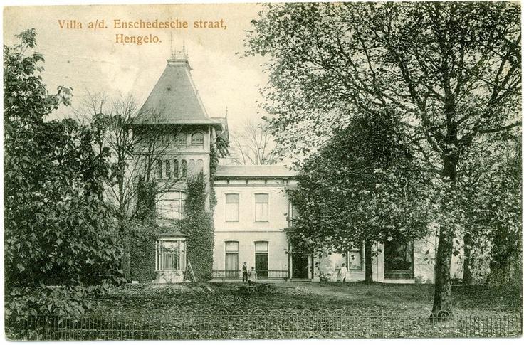 Enschedesestraat 1924  Villa a/d. Enschedesche straat, Hengelo.  [Villa D.W. van Wulfften Palthe].