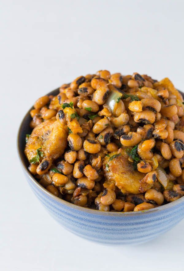West African recipe - This one-pot black-eyed beans and plantains recipe (bean and plantain pottage) is finger-licking street food at its best.