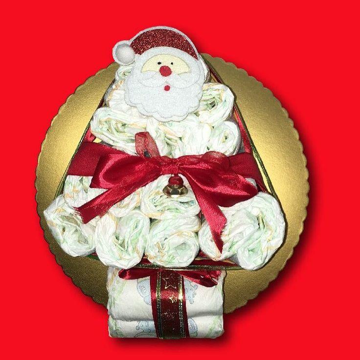 Idee per il Natale.... Ecco l'albero di pannolini!!!  Le torte di pannolini sono un regalo scenografico, bellissimo, utile e sempre più richiesto. Sotto Natale poi sarà bellissimo regalare una torta di pannolini a tema ad una neomamma e al suo bambino. #fattoamanoconamore #handmade