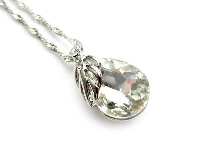 Korte ketting met een mooie kristallen hanger