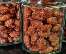 Chirstmas flavoured Honey Cinnamon Roasted Almonds by cake cook - Recipe of category Side dishes. http://www.recipecommunity.com.au/side-dishes-recipes/honey-cinnamon-roasted-almonds/213714