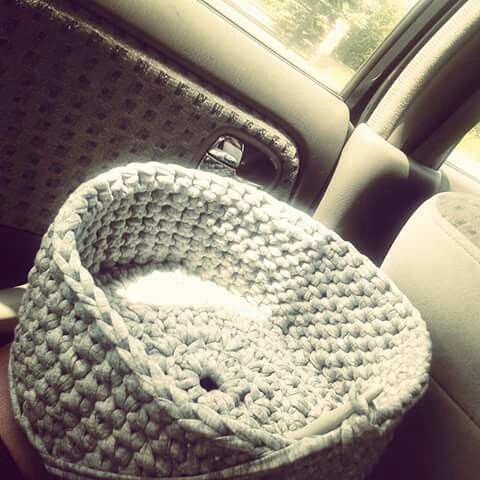 Travelling and making basket from Zpagetti / tshirt yarn / trapillo / Cotton Spaghetti / Bobbiny. Mamanufaktura creation.