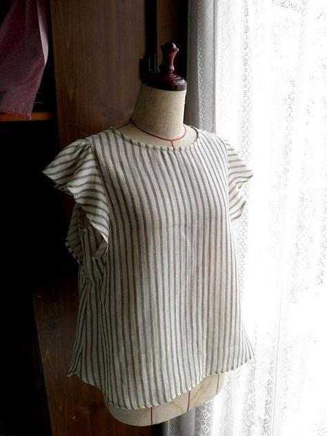 前回に引き続き、今度はダブルガーゼで袖がフリルのブラウスを作りました これ、夏にとても涼しいです! ダブルガーゼで作ったけど、むしろニットやテロンとした生地でもイケルと思います 拡大すると数字見えます サイズは Mサイズ ですが少し大きめ ...
