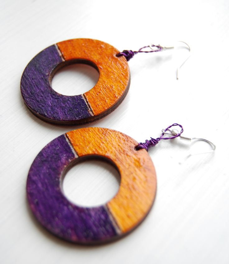 #wood #wooden #handcraft #handmade #earrings #pyrography #pendientes #violet #lila #yellow #jewelry