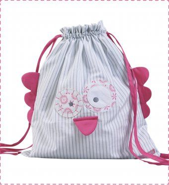 Pour les p'tites cocottes en goguette : un sac à dos en forme de hibou trop chou ! <br />Sac à couches d'appoint, sac pour la crèche ou la garderie, sac à doudou ou sac à goûter, ce petit sac à malices suivra bébé dans toutes ses étapes ! <br />Une étiquette est prévue au dos pour le personnaliser au nom de l'enfant. <br />Une
