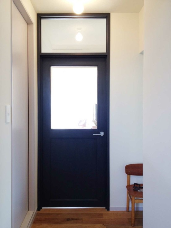 Blue black door // highside glass // house of sendagaya
