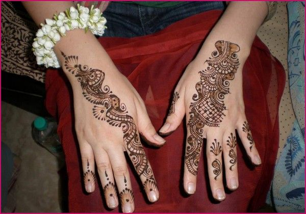 These mehndi designs are very simple and easy that every girl can easily apply on her hands.