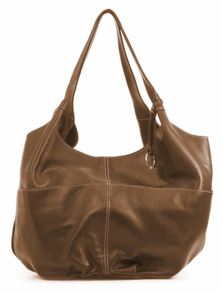 And 6, lederen damestas met twee hengsels en twee open vakken aan de buitenzijde, de tas heeft een magneetsluiting.