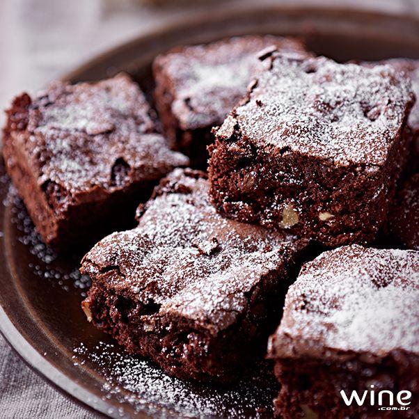 Confira uma deliciosa receita de brownie com nozes e dicas de vinhos para harmonizar.
