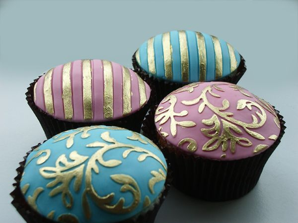 Basic cupcakes recipe and decorating tips