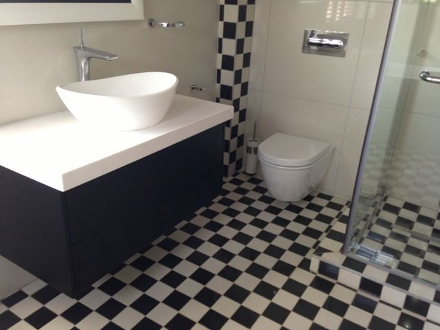 Black & white checked tile bathroom bliss