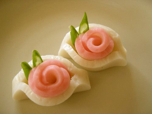 Kamaboko+Roses+for+a+New+Year's+Bento