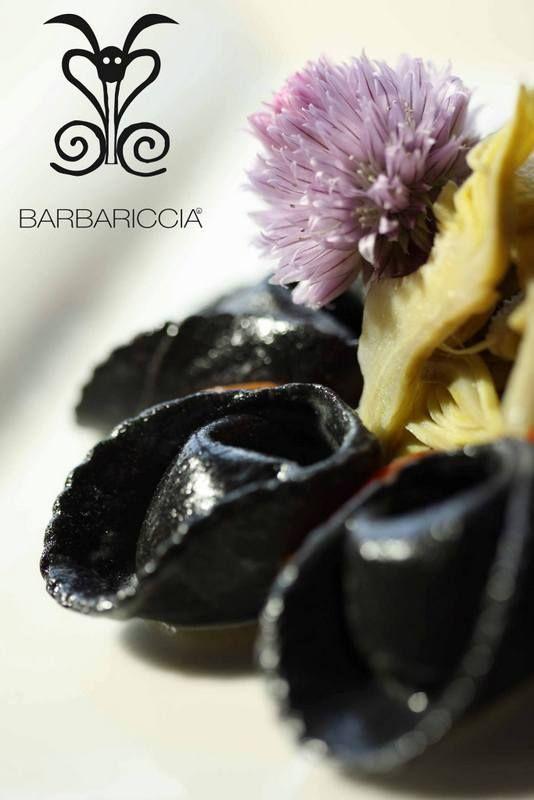 Dalla cucina #Barbariccia, un capolavoro degli Chefs: #Ravioli al nero di seppia con ripieno al #pesce. Giochi di #gusto e #colore... #Food #Good #Black #Fish