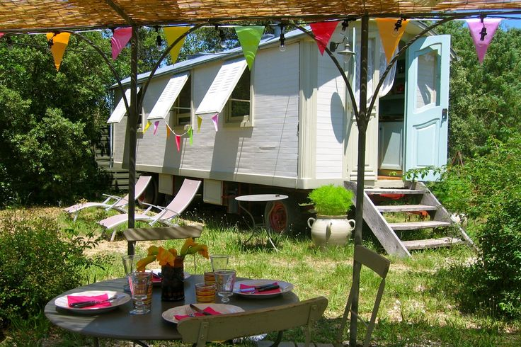 FRENCH GLAMPING // Alfonso's Wagon in Sommieres, Southern France. http://coolstays.com/alfonsos-wagon Perfect for 2 from €100 a night. #glamping #france