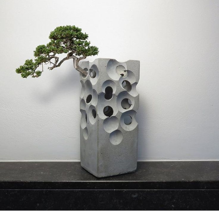 You were expecting interstellar wars and the extinction of the human race... but when aliens came they just played with concrete and left.     Follow the link in profile description for the Haigō newsletter     #greenery by Art Albert M