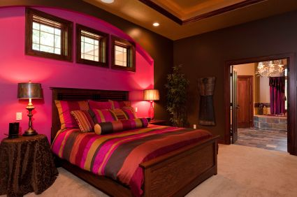 Red and purple bedroom decor=bold!