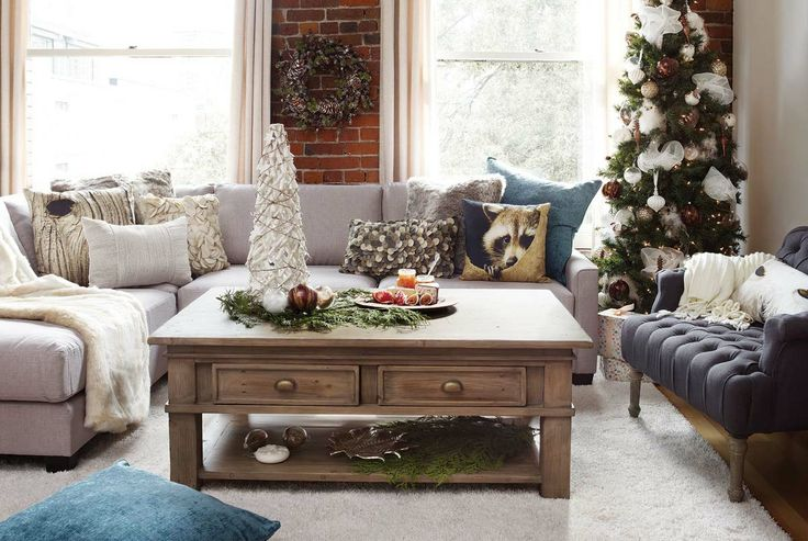 Christmas timeless. A beautiful and classic holiday living room.