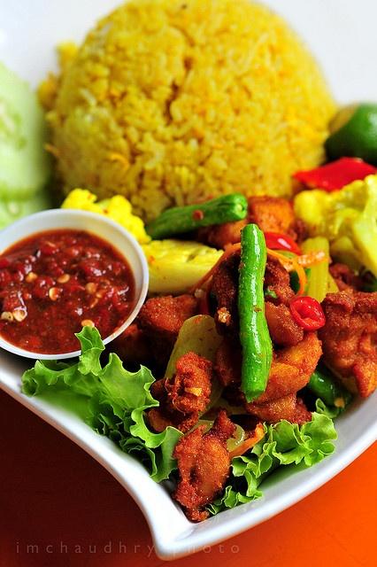 Indonesian food: Nasi goreng ayam kunyit