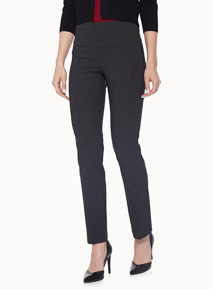 Un pantalon classique d'une belle simplicité à porter en toutes occasions   Bande fourreau facile à enfiler avec doublure extensible pour un grand confort et une belle taille affinée   Jambe étroite coupée dans un tissage soyeux extensible