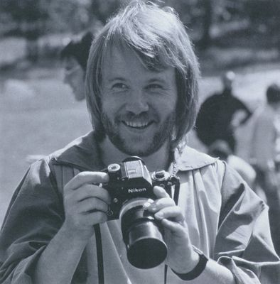 Benny Andersson of ABBA with a Nikon F2 (and what's with that silver knob on the lens? Extension tube? PC-lens?)
