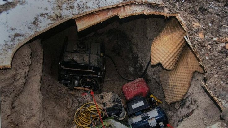 Police are asking for the public's help in trying to determine who built a mysterious underground tunnel near York University in Toronto. Description from foxnews.com. I searched for this on bing.com/images