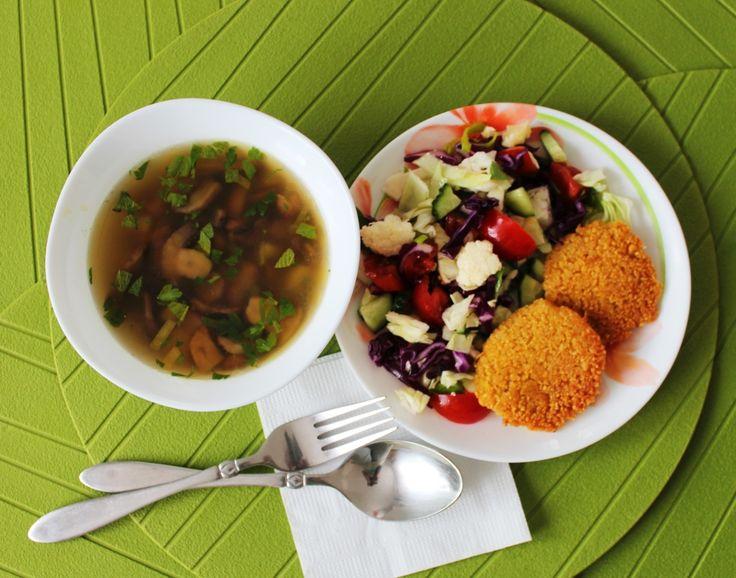Веганский обед. Грибной суп, нутовые котлеты и зеленый салат. Рецепты