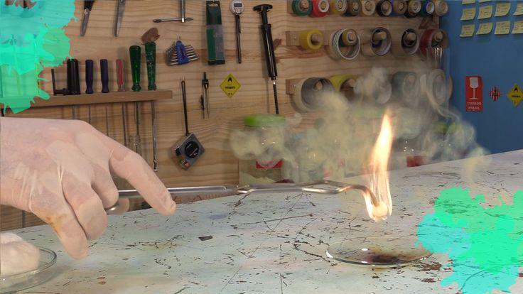 Experiência de química com ácido sulfúrico e permanganato de potássio: veja como fazer o líquido que com um toque pode fazer tudo pegar fogo.
