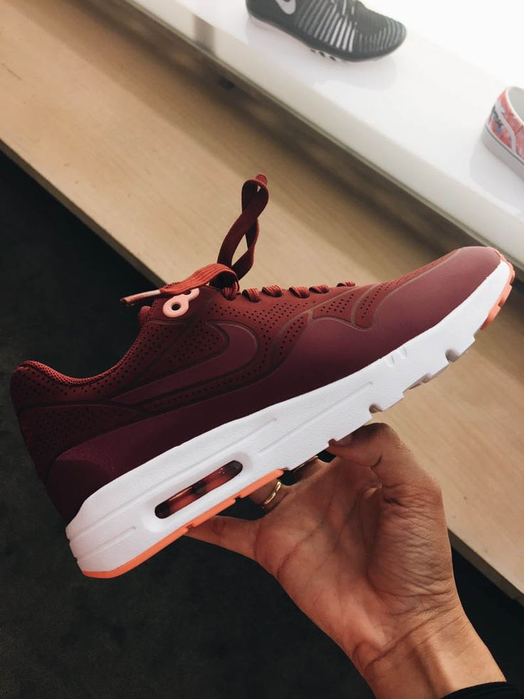 Nike Air Max 1 Ultra Moire seamless upper design.