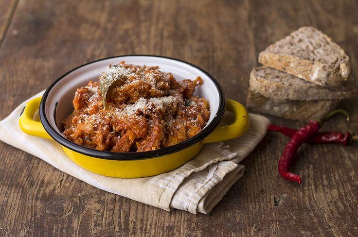 La trippa al sugo è un piatto della tradizione facile da preparare e molto…