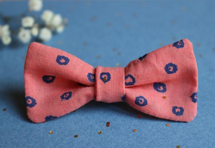 Broche pin's noeud en tissu rose  Accessoire mode pour enfant et adultes par la marque Mininelle  Fait main, made in France