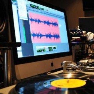 Müzik Teknolojileri Müzik Teknolojileri Programımız hakkında genel bilgiler müfredat özeti gibi bilgileri içeren sayfamızdır.  Amaç:  21. Yüzyılda hızla gelişen teknoloji sayesinde müzik de baş döndürücü bir hızla bu değişime ayak uydurmaktadır. Öyleki artık stüdyolar neredeyse akustik enstrüman kullanmadan tüm prodüksiyon kayıtlarını yapabilmektedir. Böyle bir ortamda müzik teknolojistleri büyük bir ihtiyaçtır ve ülkemizde ne yazık ki, bu