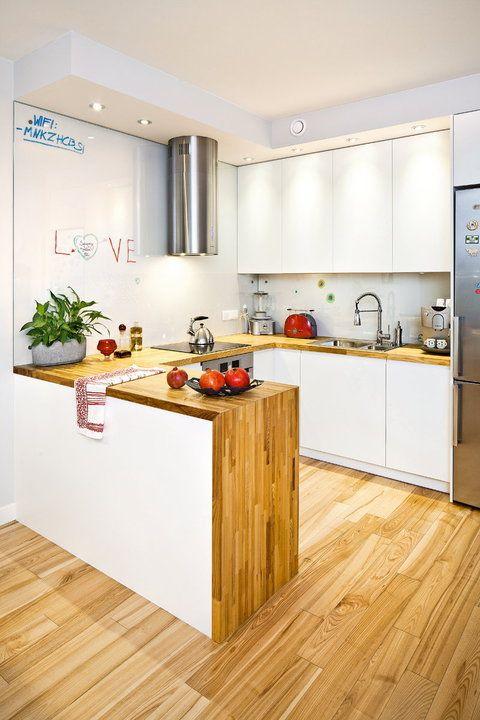 Kuchnia otwarta na salon  jasna, przestronna, domowa   -> Kuchnia Jasna Drewno