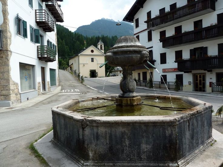 Fontana a Lorenzago di Cadore Belluno Dolomiti Veneto Italia