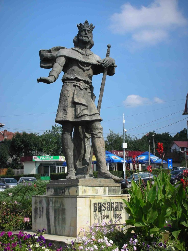 Basarab. Founder of the dynasty to which Dracula belonged. Statue in Curtea de Arges.
