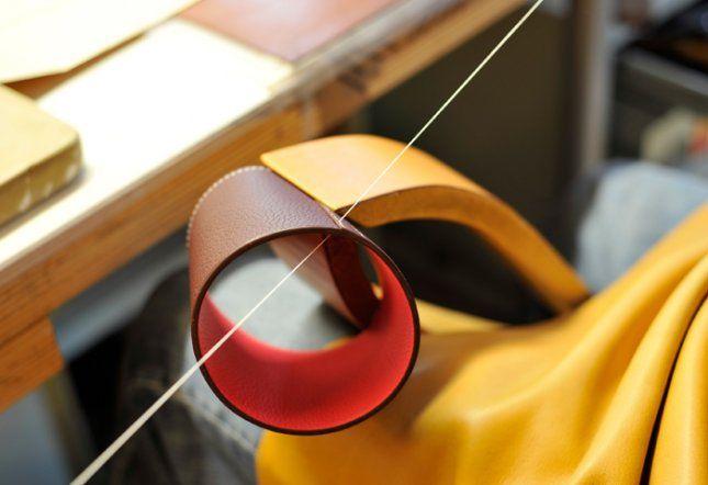 tubes de cuir pour petit h maison herm s cr ation par godefroy de virieu et stefania di. Black Bedroom Furniture Sets. Home Design Ideas