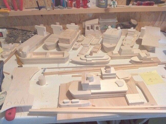 L'atelier de fabrication des bateaux en bois (wood boat)