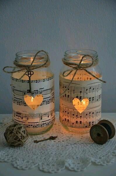 Toma nota de estas ideas para crear portavelas o lámparas usando frascos de vidrio. Puedes lograr un efecto decorativo mayor si forras el f...