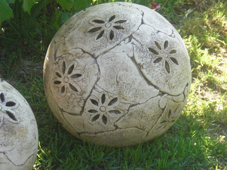 Keramik Gartenkugel mit Blüten - groß von KeramikSchneider auf DaWanda.com