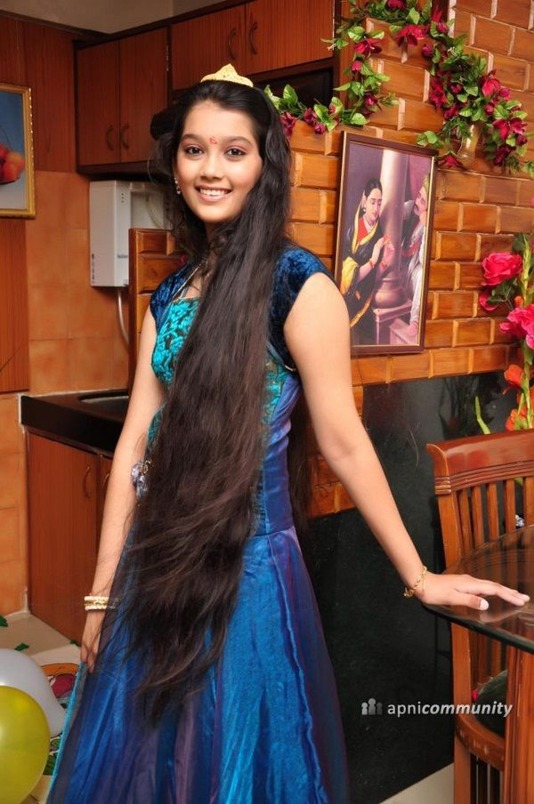 http://cdnatv.apnicommunity.com/tvb/galery_celebrities/medium/Digangana_Suryavanshi_Image_2.jpg