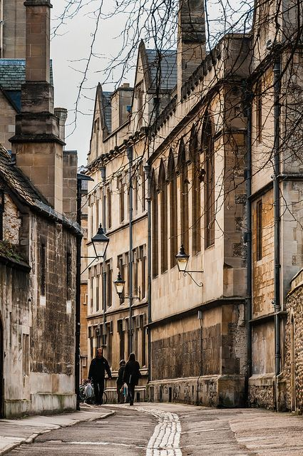 The stunning streets of Oxford, famous for its university. Oh, and its got some pretty good pubs too... (photo via Judi Simpson on Pinterest)