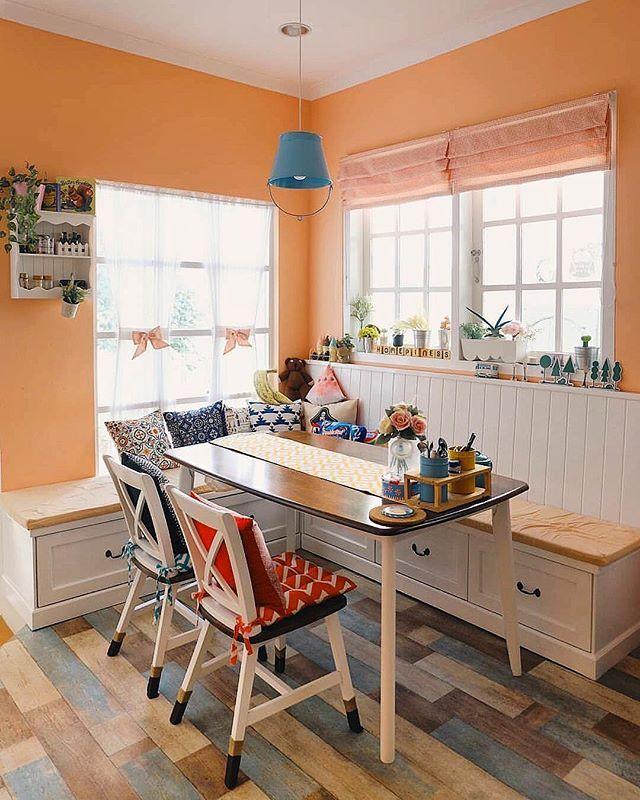 Yuk, kumpul bareng keluarga dalam suasana Hari Raya. .  Inspirasi ruang makan dari @homepiness .  Sudah menata ruang makan buat Hari Raya, Sahabat RUMAH? .  #tabloidrumah #ruangmakan #desainruangmakan #inspirasiruangmakan #interiorruangmakan #interiordesign #homedesign #homedecor #homedecorationhomedecoration,homedesign,desainruangmakan,homedecor,interiorruangmakan,tabloidrumah,interiordesign,ruangmakan,inspirasiruangmakan