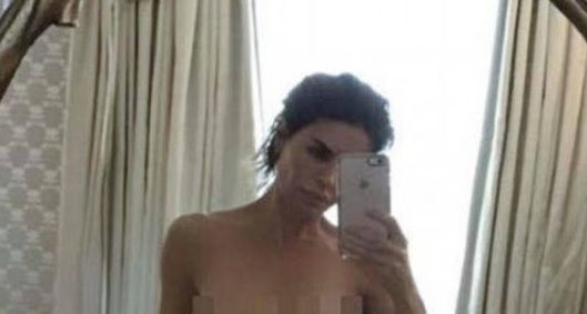 Lisa Rinna posted, deleted, then reposted a nude selfie on Instagram.   She sends a message to all women: to be proud of their body no matter the shape or age, and shecheersPlayboy magazine for going back to nudes.      Some say she went too far on this one.  Well, it (...)