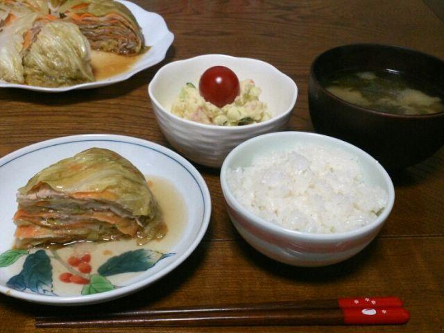 長男、リクエストの キャベツと豚の重ね蒸し。 とっても美味しかったので、家族みんなお気に入りです(*´∀`)♪ - 71件のもぐもぐ - tekko814さんの材料これだけ?白菜と豚の重ね蒸し♡キャベツver.&ポテサラ&ワカメとネギの味噌汁 by sakachinmama