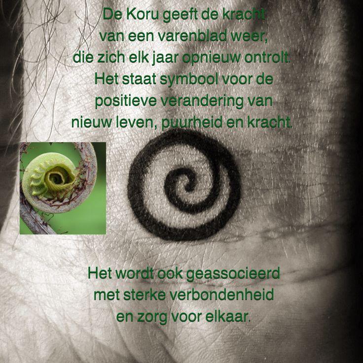 De Koru geeft de kracht van een varenblad weer, die zich elk jaar opnieuw ontrolt. Het staat symbool voor de positieve verandering van nieuw leven, puurheid en kracht. Het wordt ook geassocieerd met sterke verbondenheid en zorg voor elkaar.