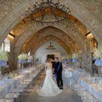 Tavoli imperiali imponenti ed eleganti per un matrimonio in divisa