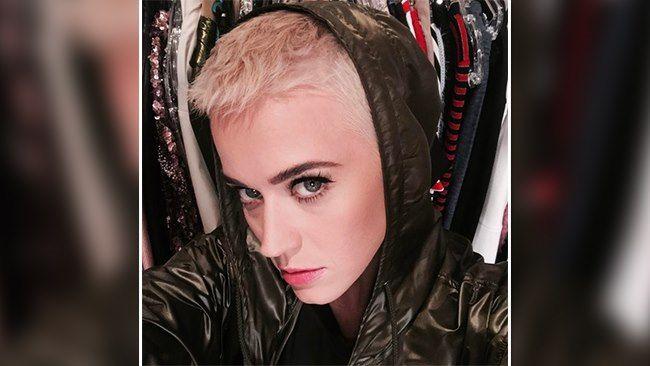 Katy Perry trägt jetzt raspelkurze Haare in Platinblond!