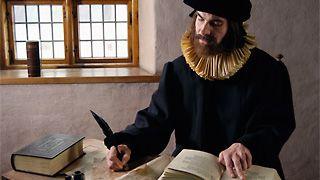 Mikael Agricola - Turun katedraalikoulun tunnetuin opettaja ja rehtori oli Mikael Agricola (1510-1557), Suomen uskonpuhdistaja, joka myös kirjoitti ABC-kirjan, jota pidetään ensimmäisenä suomenkielisenä aapisena. Kirjassa on alkurunon jälkeen aakkoset ja tavausharjoituksia. Sitten alkaa kirjan uskonnollinen osuus, koska pappejahan tässä koulutettiin.