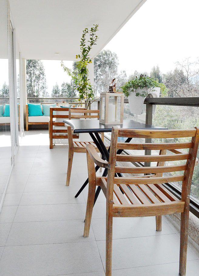 Decoración de terraza masculina - Mobiliario - Mesa de Exterior - Sillas - Madera - Accesorios - Farol - Plantas - Decoración - Diseño - Interiorismo