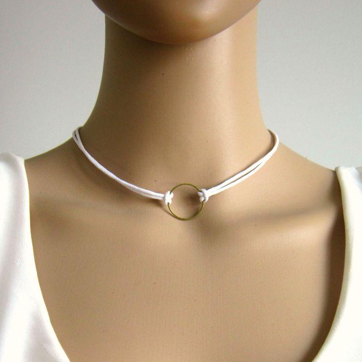 Collier minimaliste blanc et bronze, cordon coton ciré, cercle, collier ras de cou blanc : Collier par color-life-bijoux